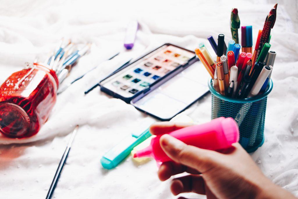 Cómo organizar tu escritorio para ser más productivo en el estudio -2